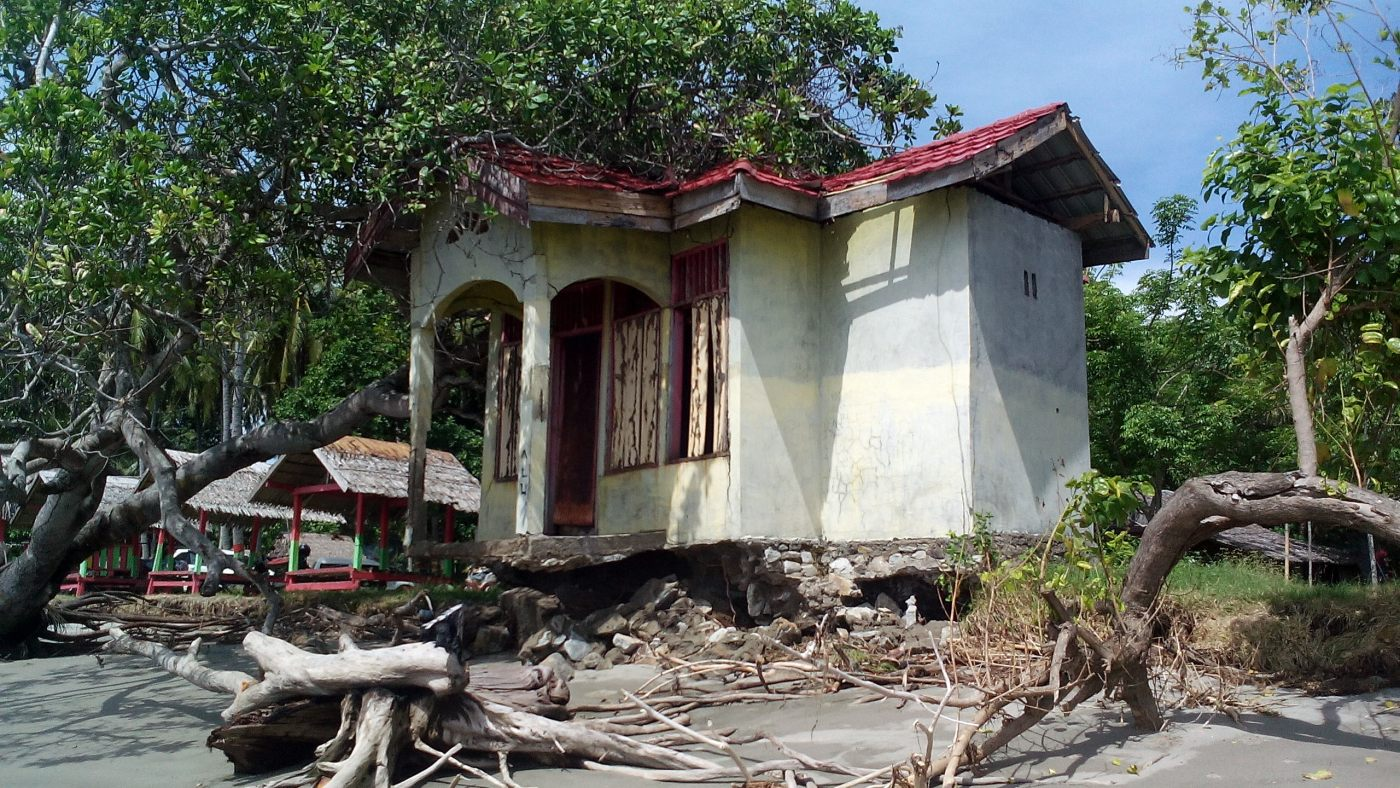 Sejumlah Bangunan Pantai Mampie Terancam Roboh News Lokasi Objek Wisata