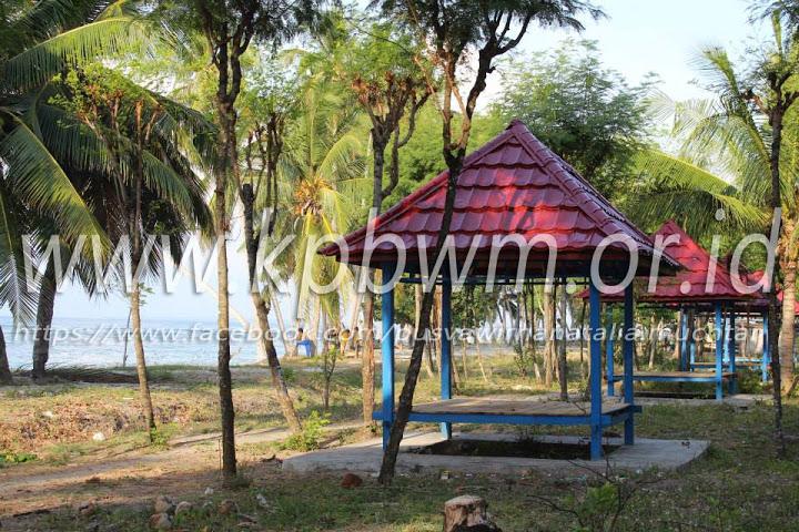Pantai Palippis Sempurna Wisata Keluarga Gazebo Polman Kab Polewali Mandar