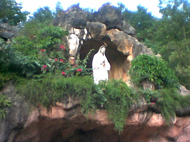 Goa Santa Maria Wisata Ponorogo Menggambarkan Destinasi Religi Gua Fatima