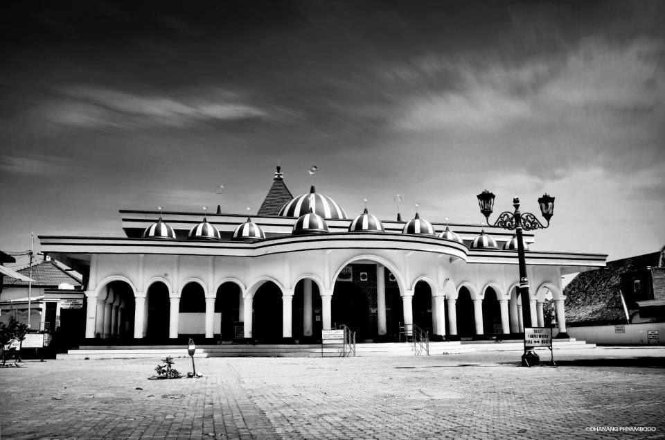 Diyah Melathi Prayudhutanti 2014 Sepanjang Jalan Antara Menara Masjid Terdapat