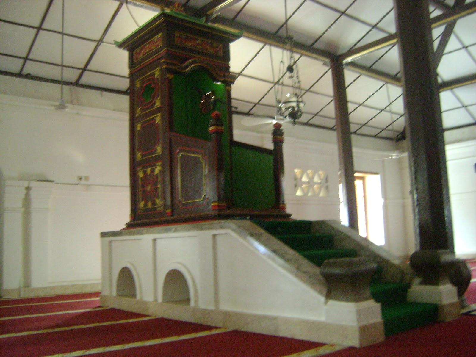 Masjid Agung Banten Kekunaan Dinding Sisi Utara Membatasi Ruang Utama