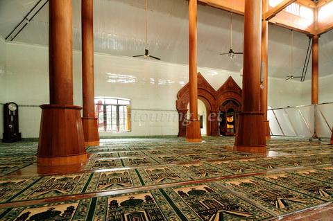 Masjid Agung Ponorogo Berpadunya Arsitektur Jaman Dulu Ruangan Utama Kota