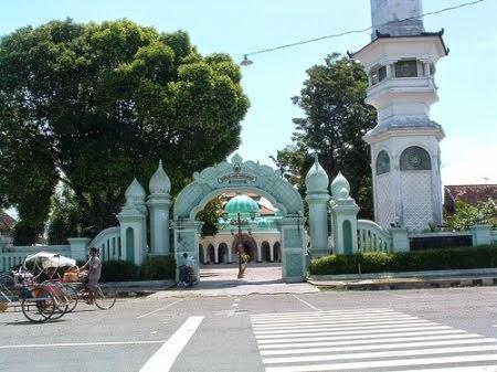 Nyuhandika Area Masjid Religius Ponorogo Terletak Jalan Aloon Barat Kabupaten