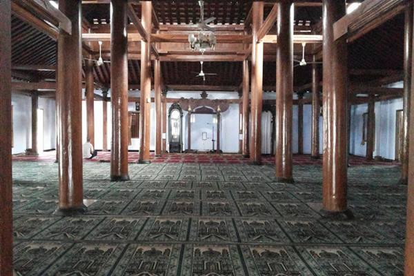 Wisata Religi Ponorogo Tempatnya Berita Ruangan Masjid Tegalsari Terjaga Keasliannya