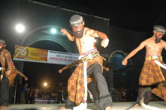 Keindahan Reog Ponorogo Bulan Purnama Acara Dilaksanakan Rutin Setiap Malam