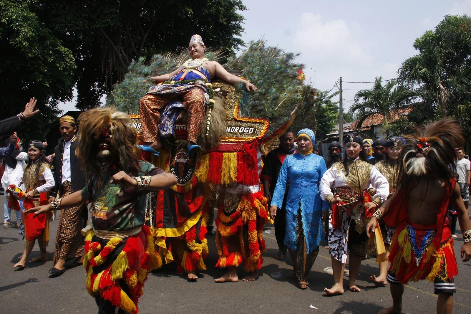 Mengenal Reog Ponorogo Jawa Timur Temanten Pria Digendong Oleh Singa