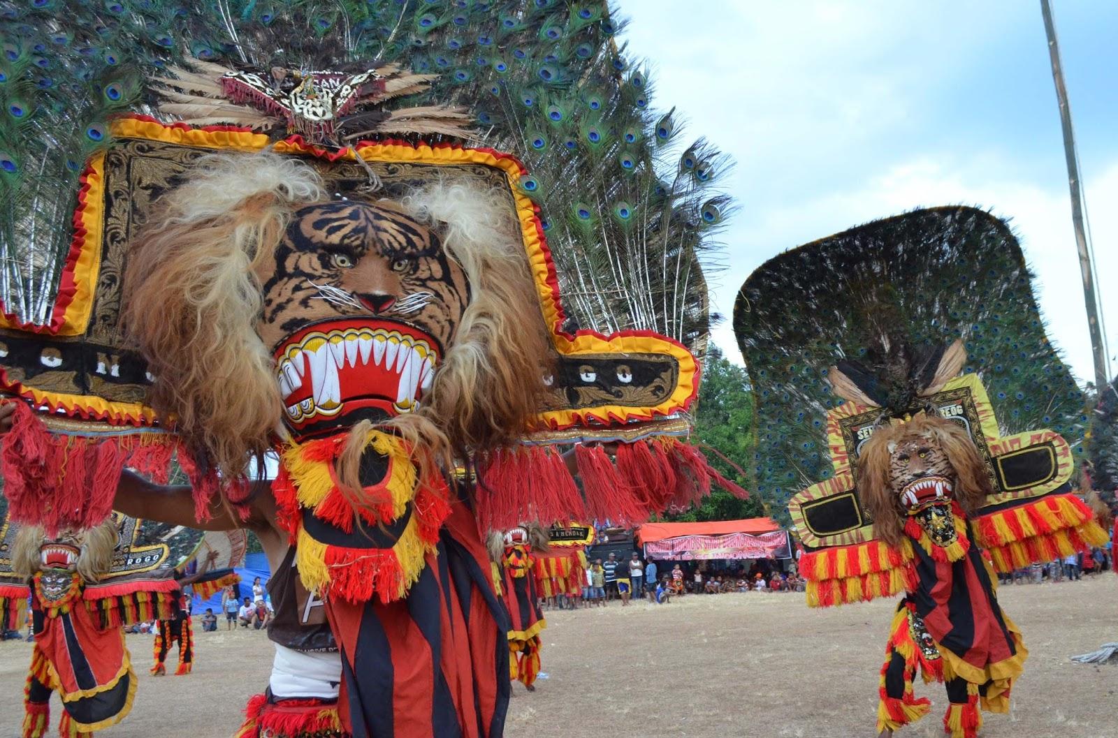 Pentas Reog Malam Bulan Purnama Sebagai Atraksi Rutin Ponorogo Kabupaten