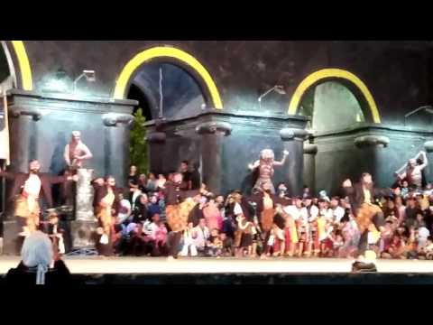 Pertunjukan Reyog Malam Bulan Purnama Kabupaten Ponorogo Youtube Pentas Reog
