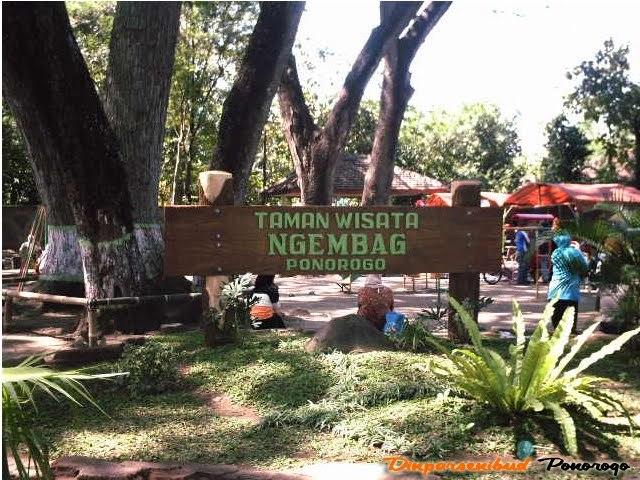 Pengisi Liburan Ponorogo Introversion Introvert Tertera Papan Nama Atas Taman