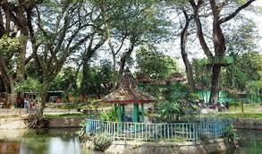 Obyek Wisata Alam Ekha Yuli Taman Ngembag Terletak Kelurahan Ronowijayan