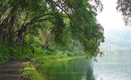 Tempat Wisata Ponorogo Trenggalek Jatim Telaga Ngebel Jawa Timur Taman