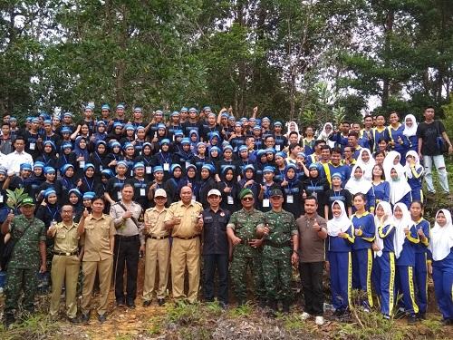 Bakti Sosial Mahasiswa Fisipol Untan Hutan Kota Sanggau Dislh Kab