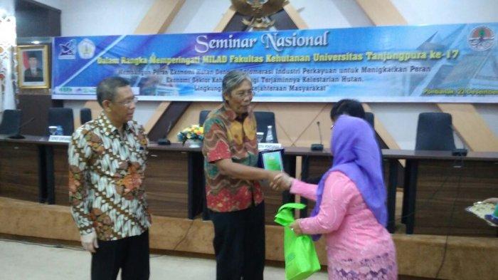 Kabupaten Sintang Komit Pembangunan Berkelanjutan Tribun Pontianak Hutan Kota Untan
