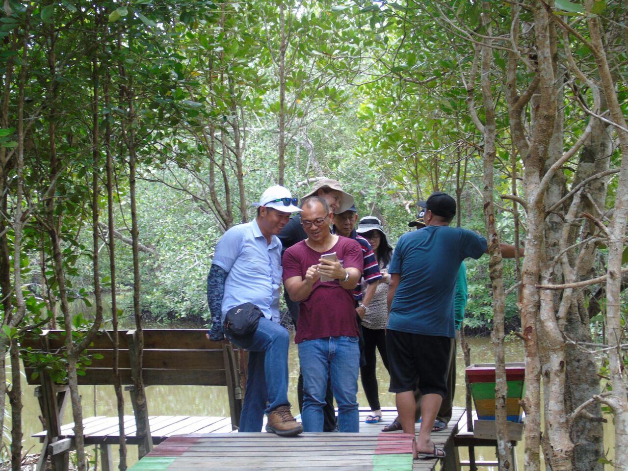 Ribuan Warga Padati Hutan Mangrove Sebubus Lebaran Kota Untan Kab