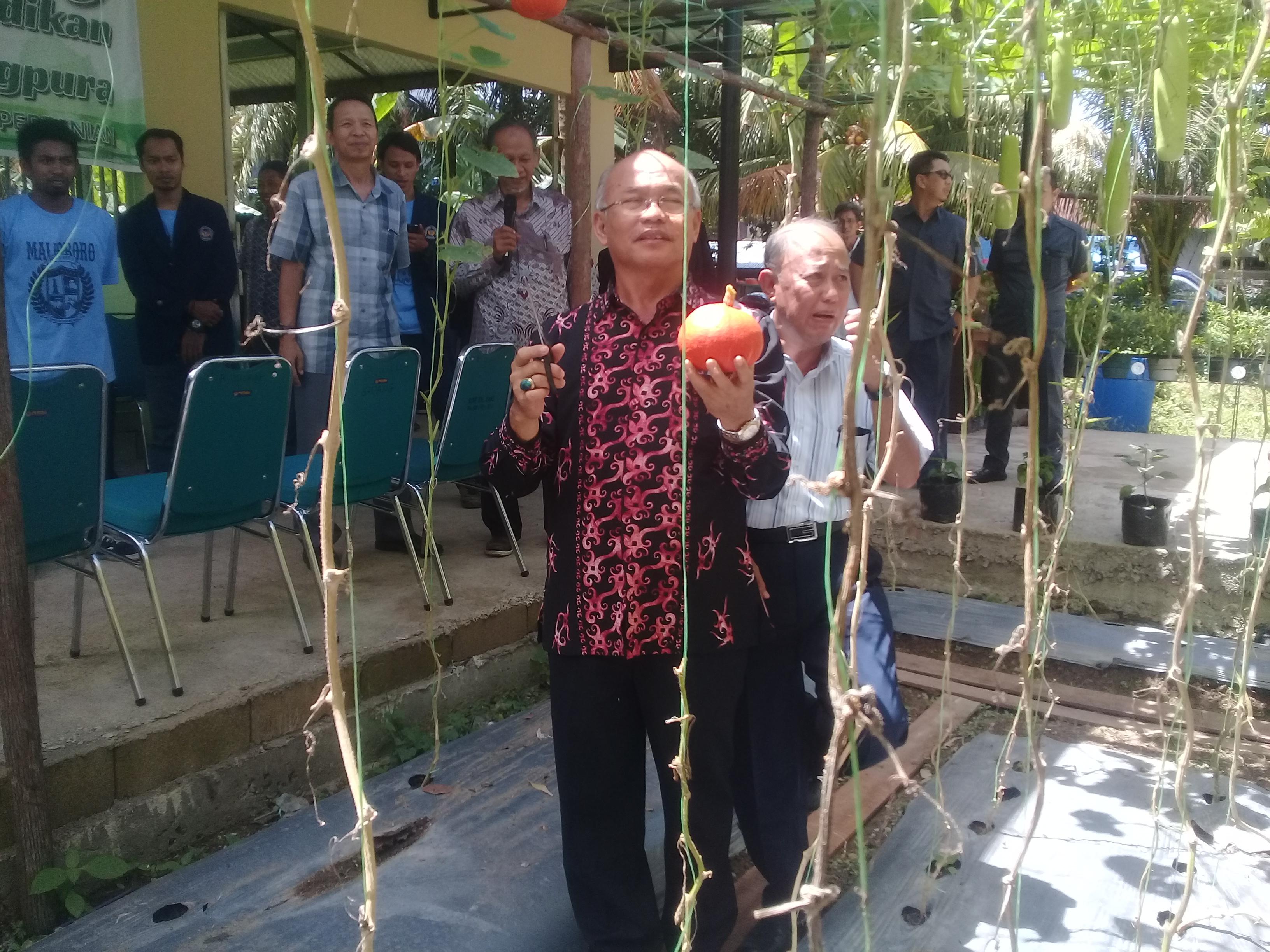 Untan Resmikan Rumah Kompos Pendidikan Fakultas Pertanian Foto Wakil Rektor