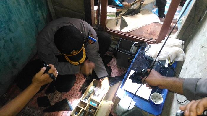 Kapolresta Pontianak Putaw Beredar Kampung Beting Foto Petugas Kepolisian Melakukan