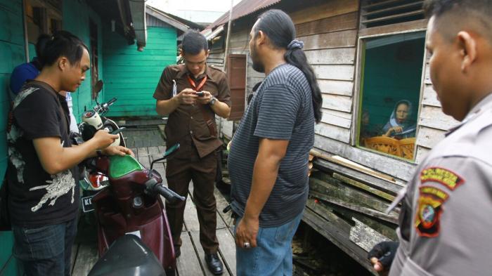 Razia Kampung Beting Tersangka Satu Motor Diamankan 20160419 220114 Jpg