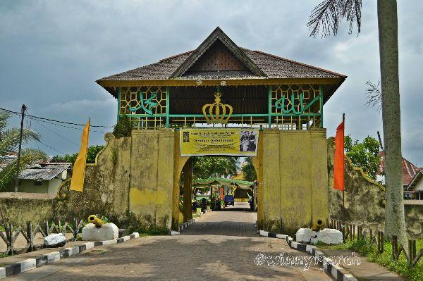 Kalimantan Winny Marlina Keraton Kesultanan Pontianak Terbuat Kayu Istana Kadriah