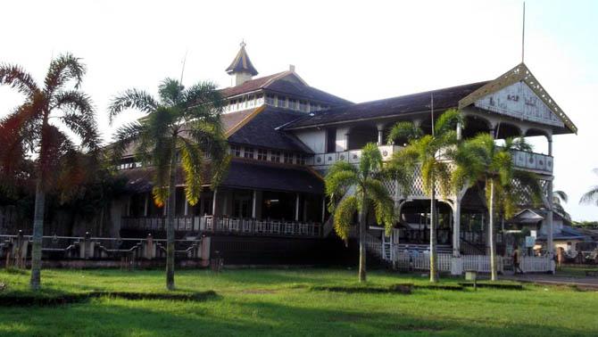 Rekomendasi 16 Tempat Wisata Pontianak Sekitarnya Keraton Kesultanan Kadriah Kab