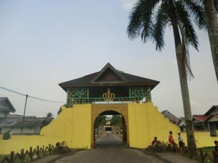 West Borneo Istana Kadriah Asparagus Pintu Gerbang Kesultanan Pontianak Keraton
