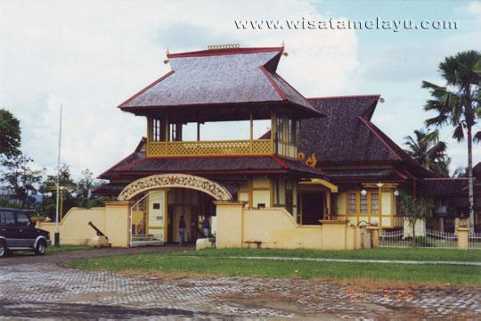 Wisata Sejarah Kalbar Istana Alwatzikhoebillah Tidak Terlepas Sosok Sultan Tengah