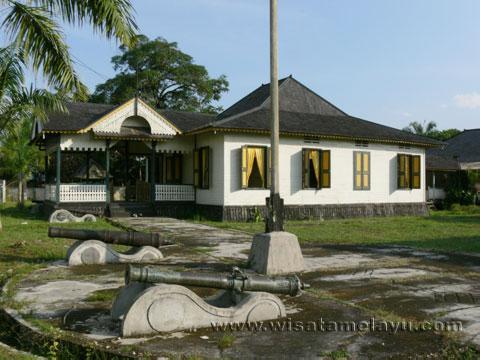 Wisata Sejarah Kalbar Keraton Ismahayana Landak Memiliki Kronik Relatif Panjang