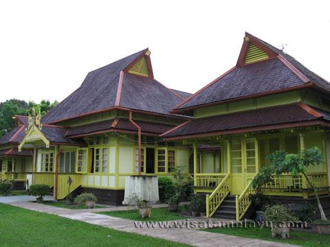 Wisata Sejarah Kalbar Keraton Sambas Kesultanan Kadriah Kab Pontianak