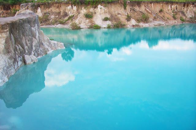 Borneo Kalimantan Barat 2016 Danau Biru Tempat Wisata Kota Singkawang