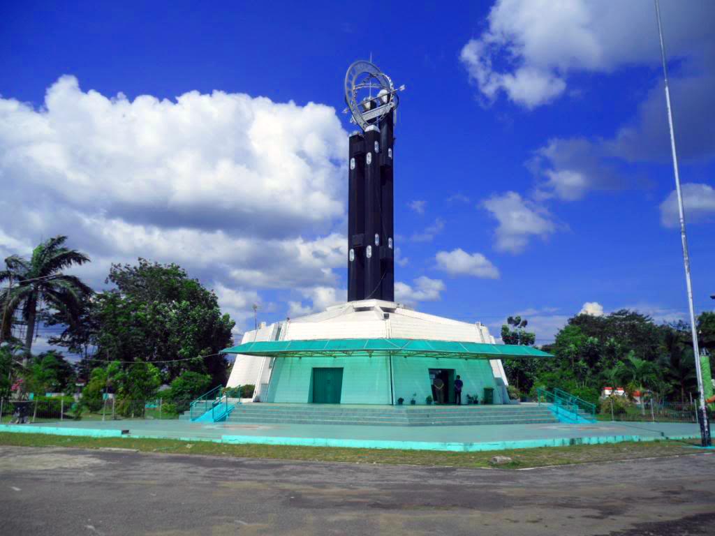 Sejarah Tugu Khatulistiwa Kota Pontianak Kalimantan Barat Kalbar Kolam Renang