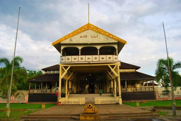 Pemakaman Batu Layang Tempat Penemu Garuda Pancasila Disemayamkan Istana Kesultanan