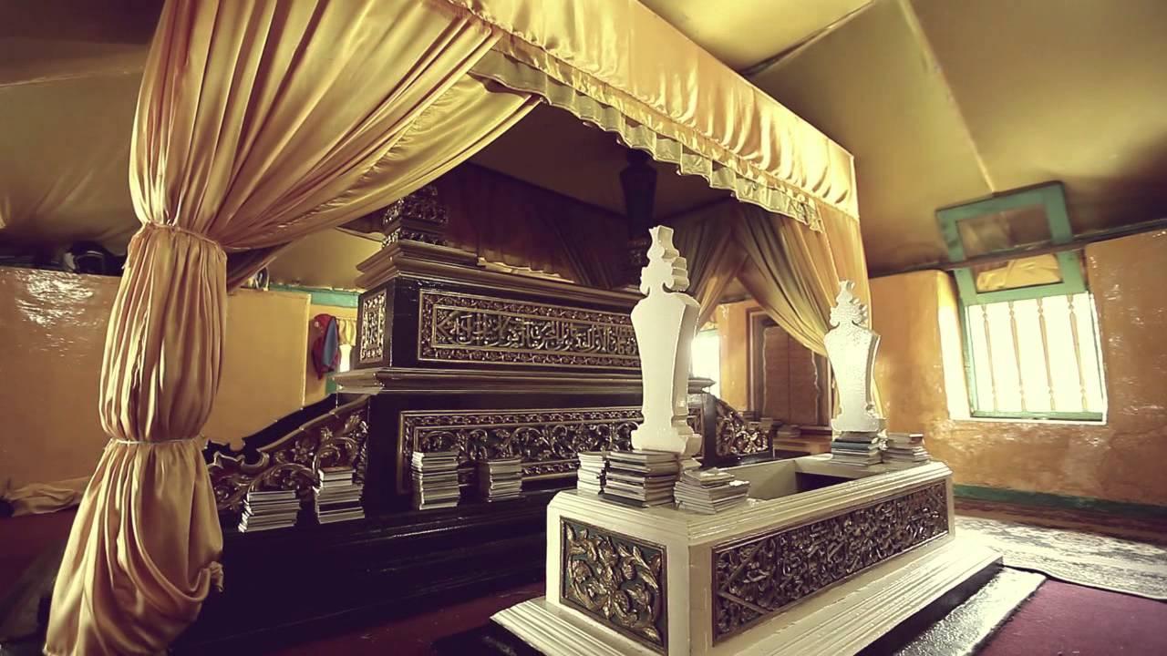 Pemakaman Batu Layang Tempat Penemu Garuda Pancasila Disemayamkan Makam Kesultanan