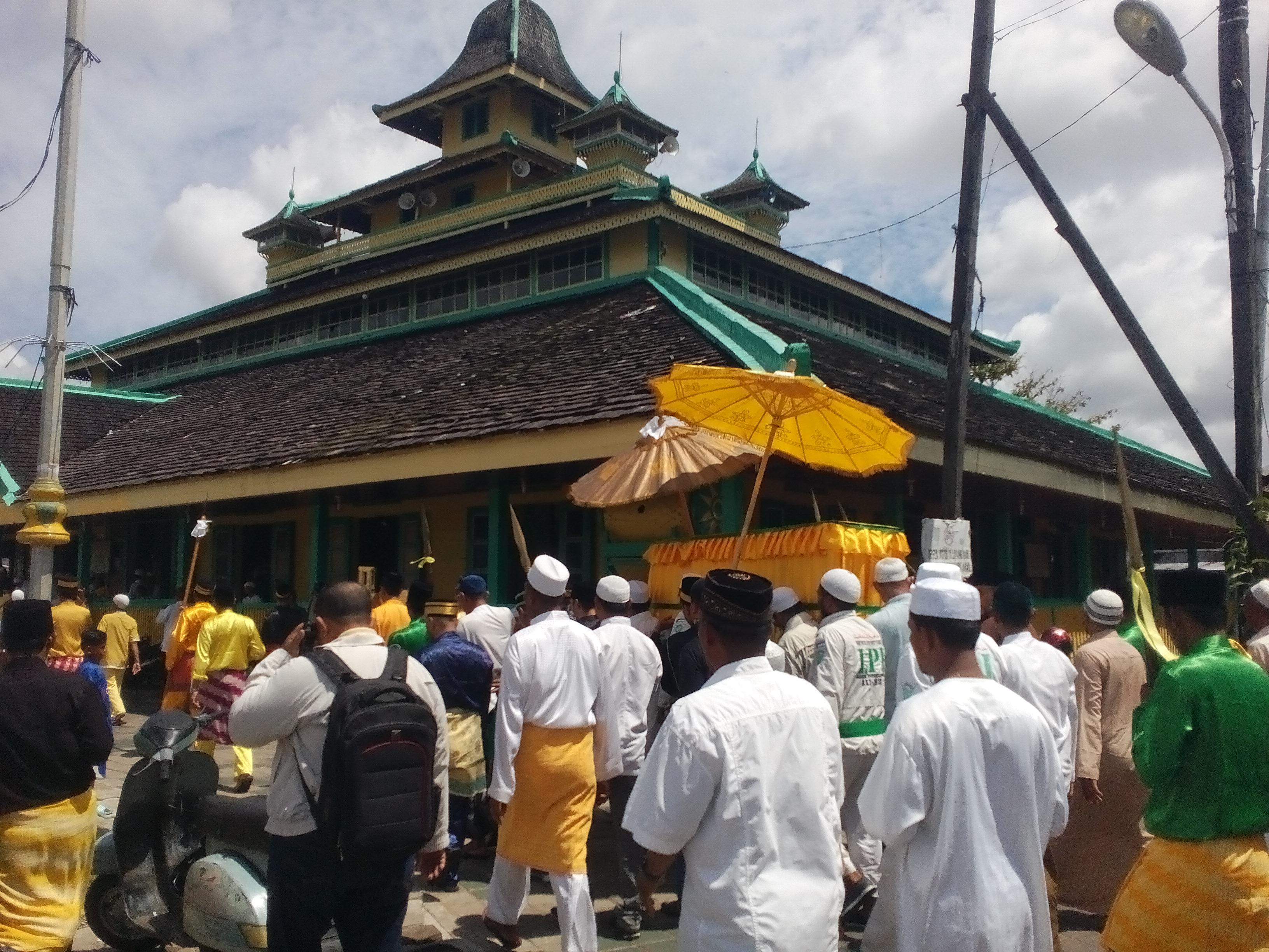 Sultan Dibawa Masjid Jami Sebelum Makam Batulayang Foto Agustiandi Pontianak