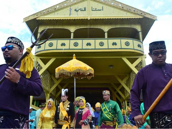 Sultan Pontianak Ix Dinobatkan Equator Id Syarif Mahmud Alkadrie Melvin