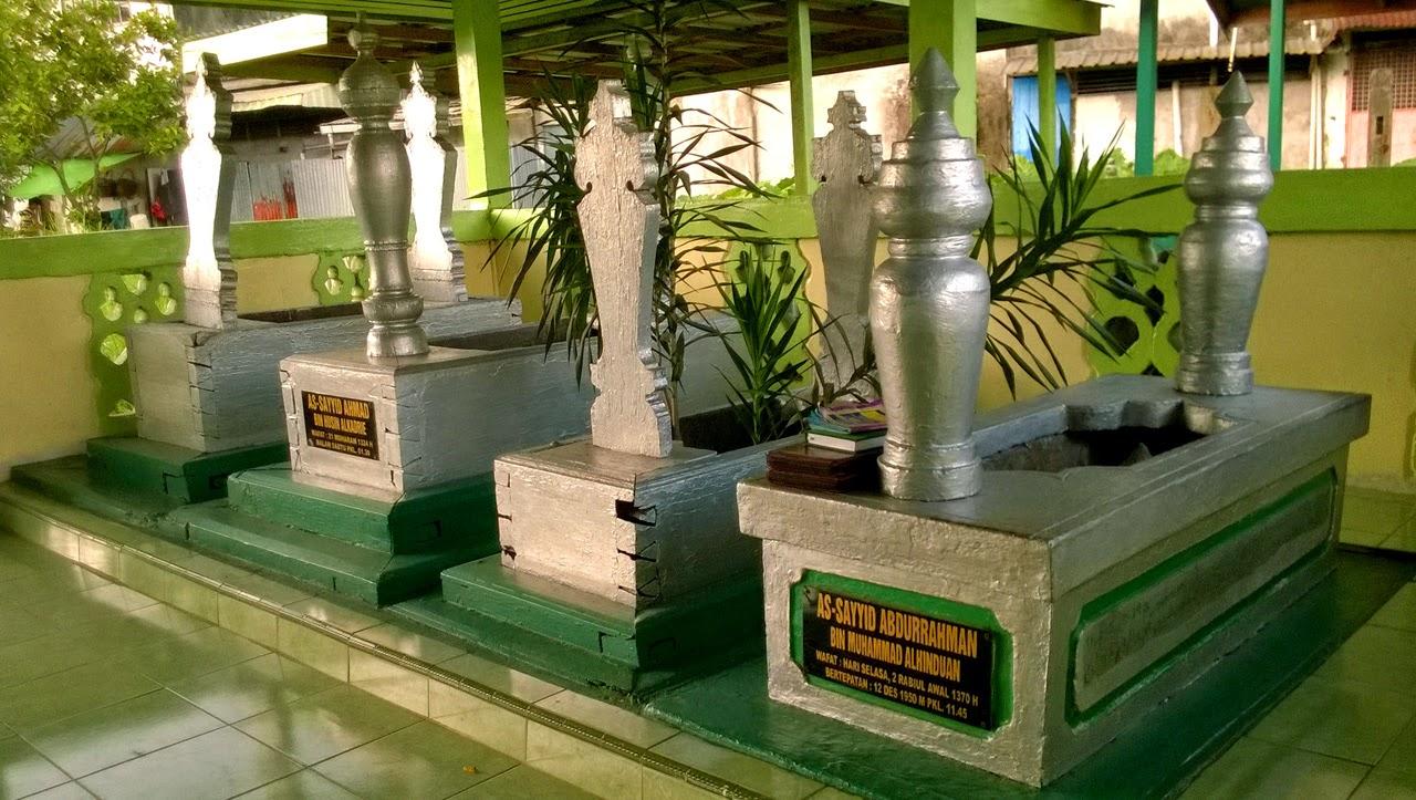 Tempat Wisata Pontianak Wajib Dikunjungi Wisatamy Taman Makam Batu Layang