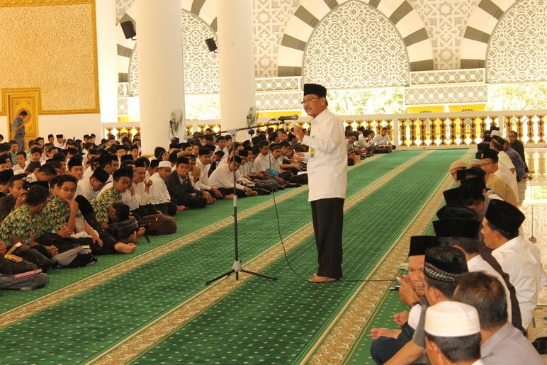 Kepala Kantor Kementerian Agama Kota Pontianak Drs Dja Memberikan Sambutan