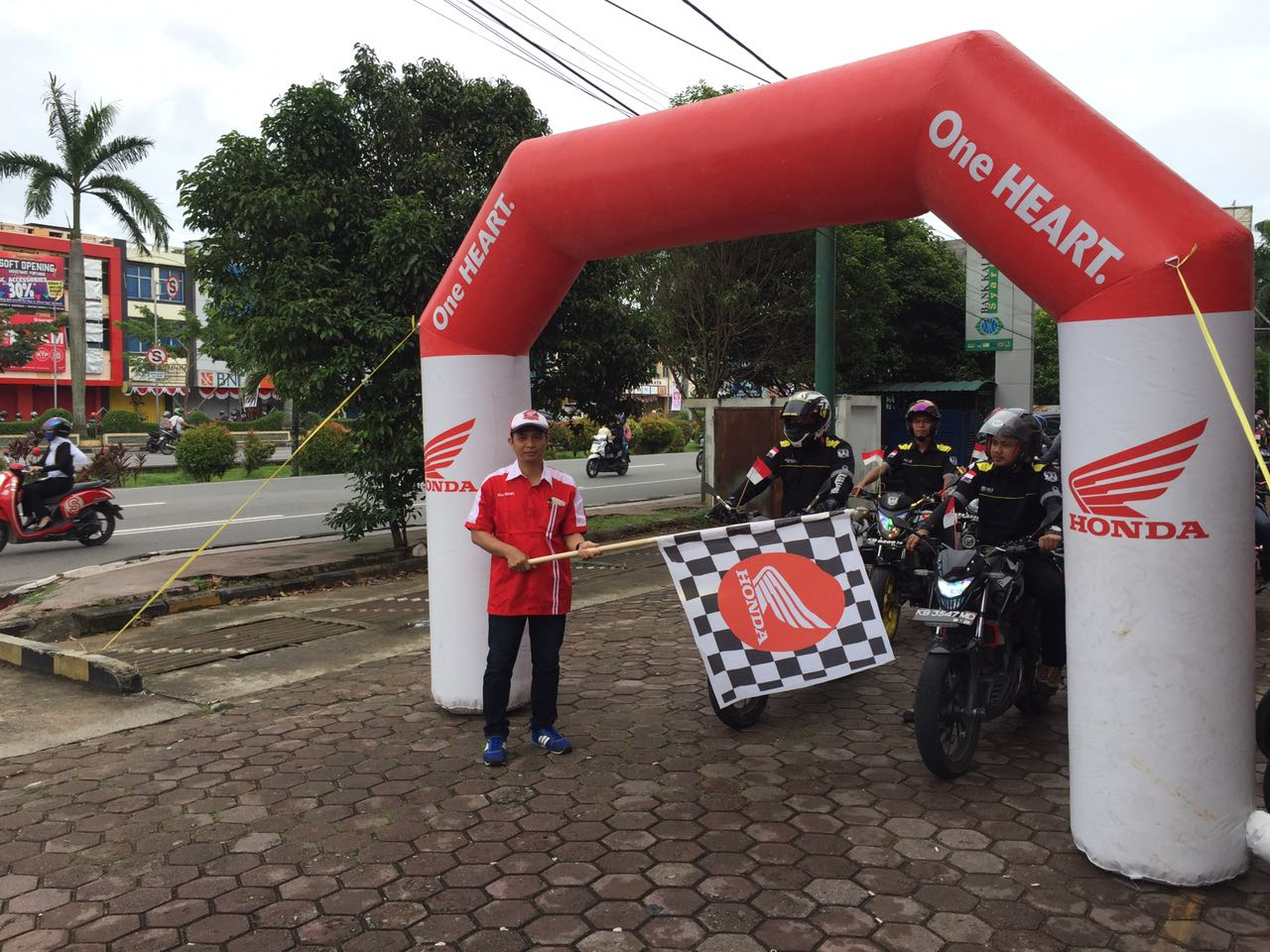 Convoy Merdeka Komunitas Honda Pontianak Kabaroto Menyusuri Jalan Protokol Kota
