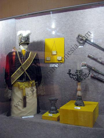 Erlizen November 2012 Museum Provinsi Kalimantan Barat Pengantar Komentar Galeri