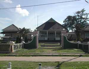Ethnic Group 4 Tujuan Wisata Kabupaten Sintang Keraton Dara Juanti