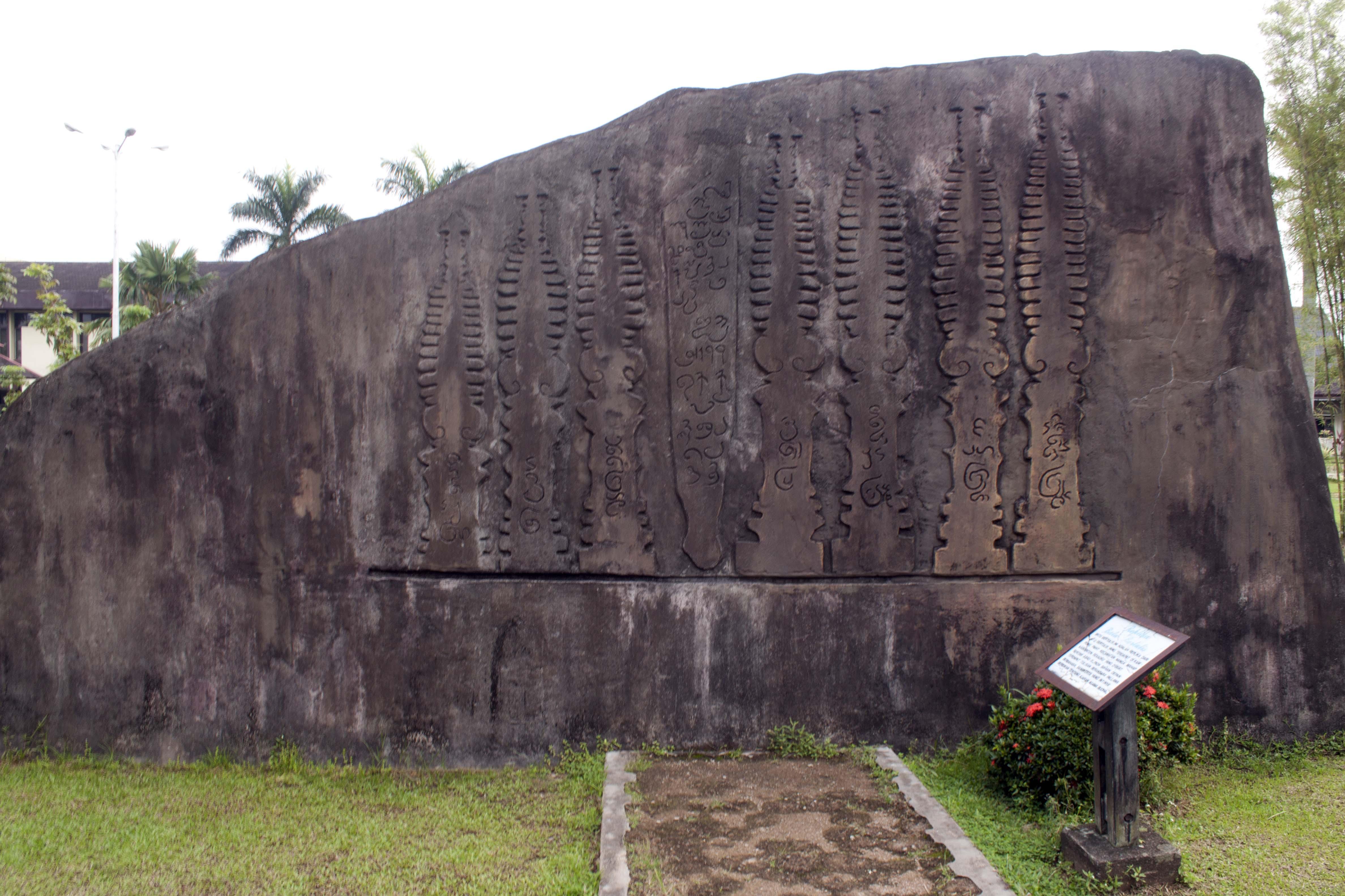 Museum Kalimantan Barat 2 Sotong Pangkong Replika Bertulis Nanga Mahap
