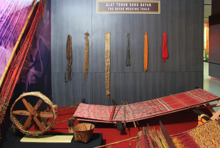 Museum Kalimantan Barat Menyimpan Alat Tenun Hingga Perdukunan Suku Dayak