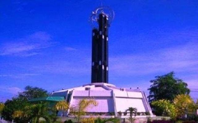 10 Tempat Wisata Pontianak Kalimantan Barat Terkenal Traveluxion Rumah Betang