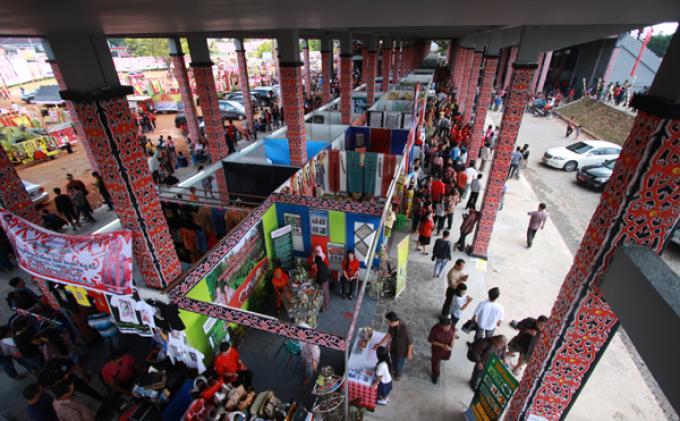 Hari Pembukaan Gawai Adat Dayak Sanggau Thetanjungpuratimes Rumah Betang Radakng