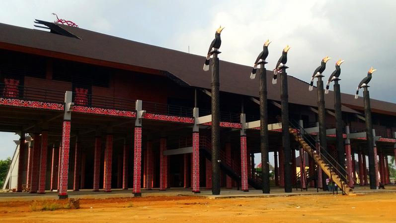 Pesona Rumah Adat Radakng Kebanggaan Borneo Gencil News Betang Kab
