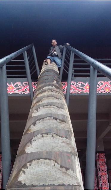 Rumah Adat Radakng Kalimantan Barat Info Itah Tangga Terbuat Kayu