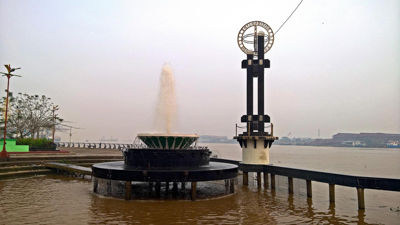 Bakanekobaka Oktober 2015 Air Mancur Tepi Sungai Ditata Maksimal Tentu