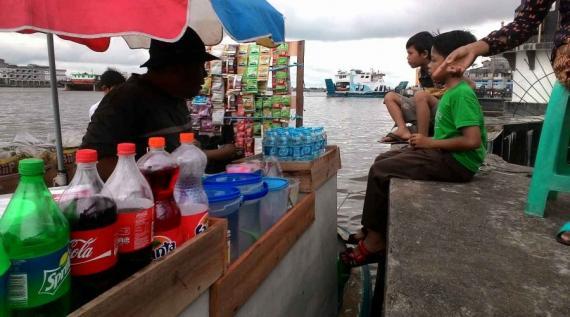Layani Tamu Alun Kapuas Rusdi Pakai Perahu Pontianak Post Taman