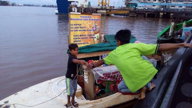 Potret Pencari Kehidupan Kawasan Urban Tepian Sungai Kapuas Pro Pedagang