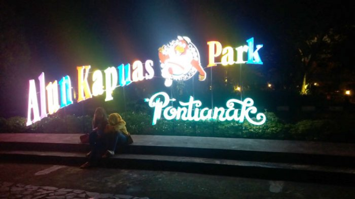 Tag Wisata Air Tulisan Berwarna Warni Mempercantik Taman Alun Kapuas