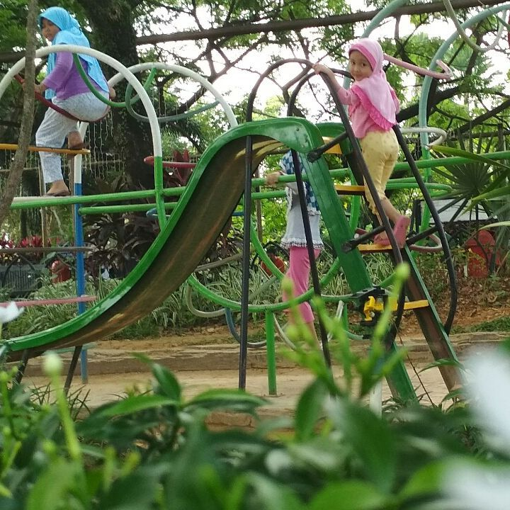 Taman Bermain Anak Alun Kapuas Esqiu Rental Mobil Pontianak Kab