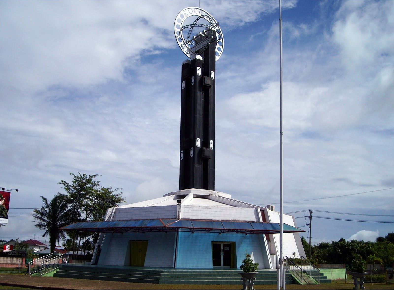 Berdiri Bawah Matahari Tugu Khatulistiwa Kalimantan Barat Kab Pontianak
